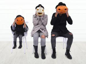 family-halloween-pumpkins-carving-carving pumpkins-activites-fun-games-trick or treat-spooky-scary-Iceberg Salat Centar