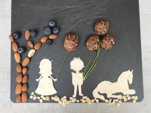 blueberry-blueberries-hazelnuts-hazelnut-vegan-raw-bites-healthy-snack-food-recipe-Iceberg Salat Centar