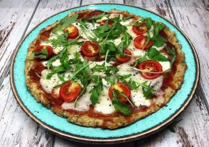 pizza-healthy-vegetarian pizza-dinner-lunch-snack-dish-meal-rocket salad-cherry tomatoes-recipe-Iceberg Salat Centar