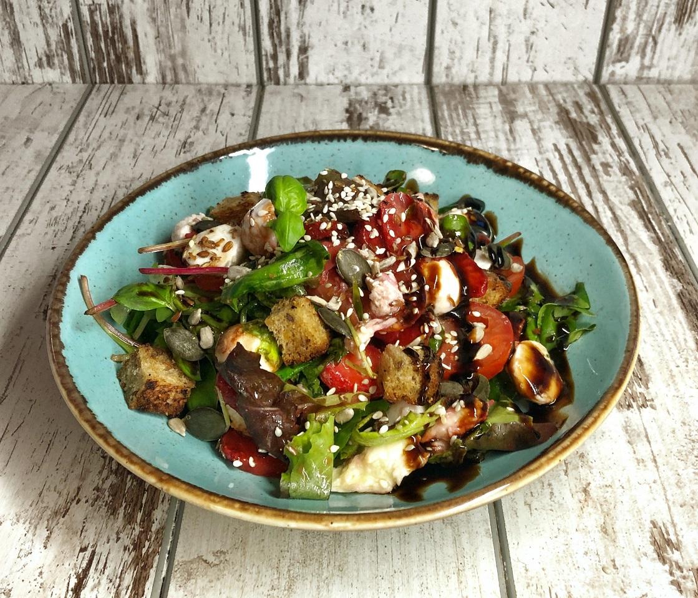 salad-vegetables-strawberries-strawberry-recipe-Iceberg Salat Centar