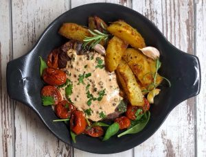 pork chops-pork chops with peppercorn sauce-pork chops with sauce-red meat-meat-potatoes-cherry tomatoes-meal-lunch-food-recipe-garlic-rosemary-Iceberg Salat Centar