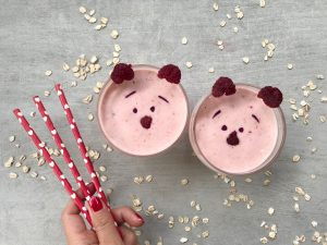 raspberry and hazelnut smoothie-raspberries-hazelnut-smoothie-drink-raspberry smoothie-hazelnut smoothie-raw-vegan-vegetarian-super food-breakfast-drink-recipe-Iceberg Salat Centar