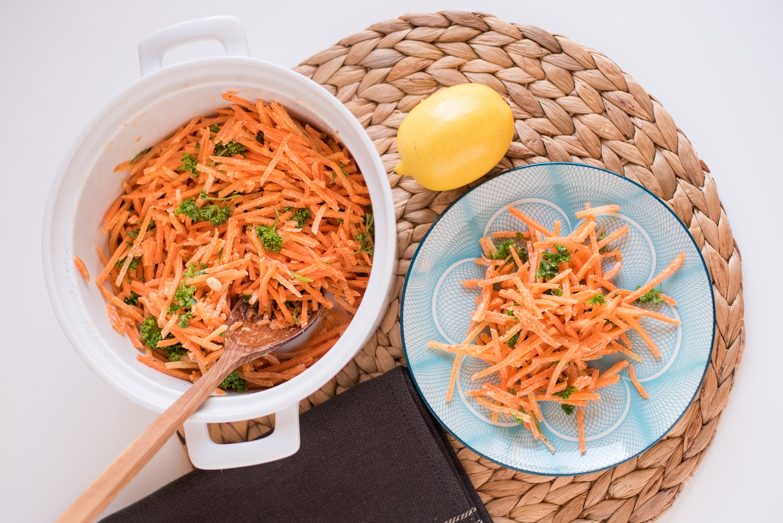 carrot salad-salad-greated carrots-parsley-klub zdravih navika-recipe-iceberg salat centar-side dish-main meal-lunch-meal-starter-heathy-health-raw-vegan