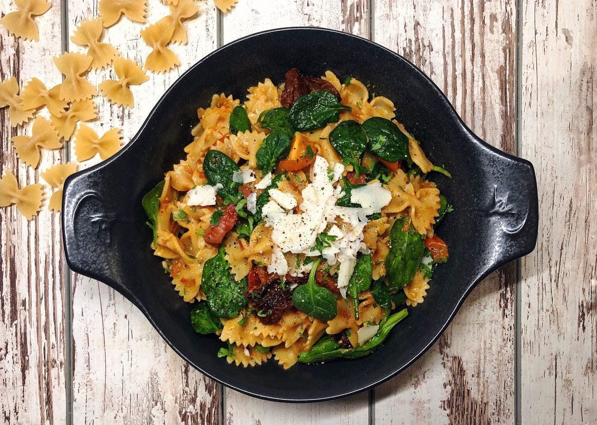 pasta with cherry tomatoes, pasta with baby spinach, baby spinch and cherry tomato pasta, pasta, lunch, dinner, meal, dish, italian food, klub zdravih navika, iceberg salat centar