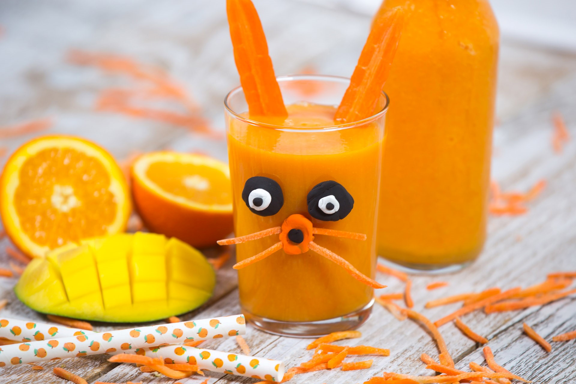 Mango and carrot smoothie